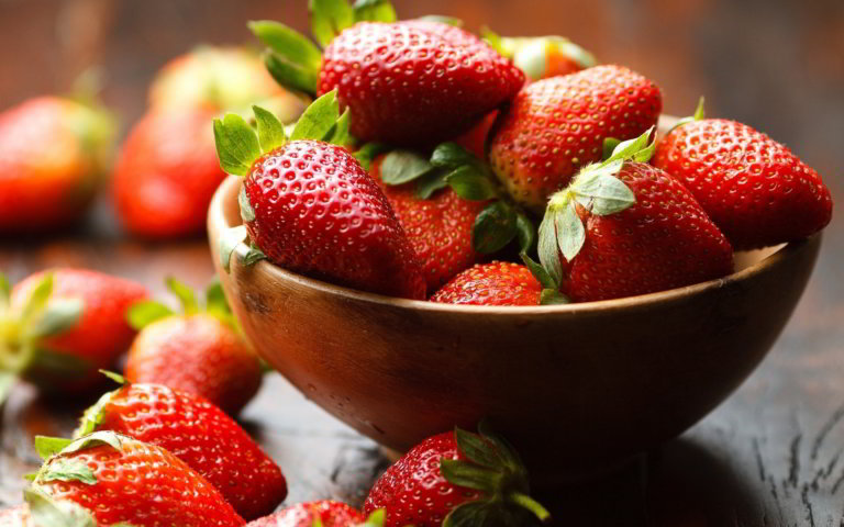 11 Health benefits of Strawberries you shouldn't ignore