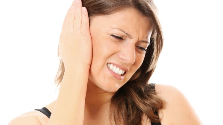 Crackling sound in ear: Causes, Diagnosis & Remedies