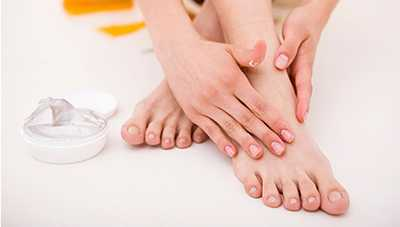 Itchy legs after shaving: 12 Causes and 14 Remedies